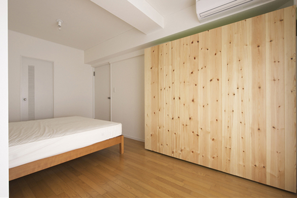 ベッドルームのスイッチが閉じた時の写真